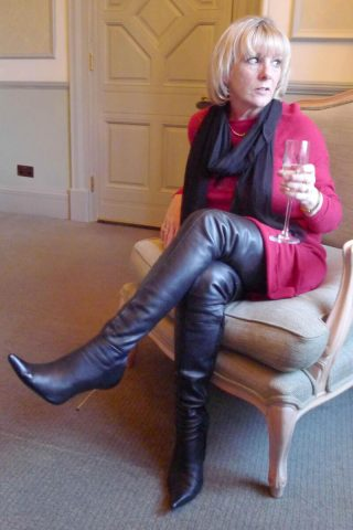 AROLLO Customer in Overknee Boots